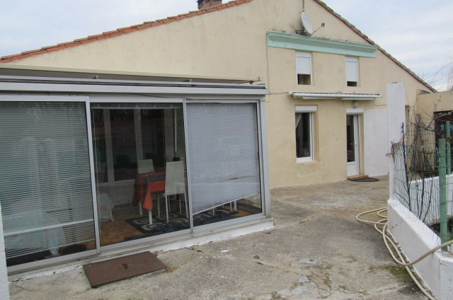 Sale house / villa Puy-du-lac 106 500€ - Picture 1