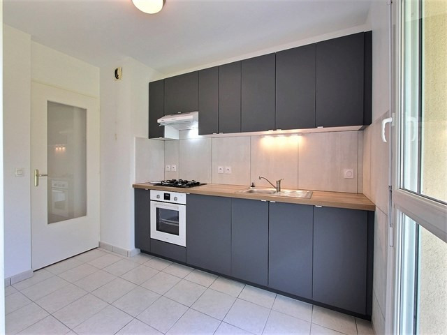 Rental apartment Seynod 825€ CC - Picture 2