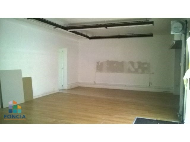 Location local commercial Le chambon-feugerolles 531€ CC - Photo 5