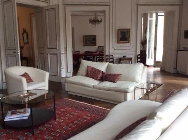 Rental apartment Paris 8ème 5900€ CC - Picture 2