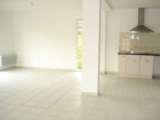 Location maison / villa Bron 1 340€ CC - Photo 3