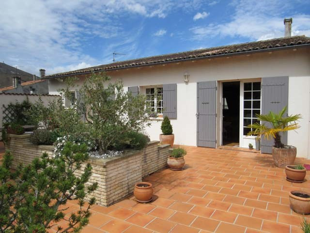 Sale house / villa Saint jean d'angely 227 900€ - Picture 1