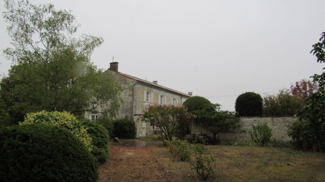 Sale house / villa Saint jean d'angely 106 500€ - Picture 2