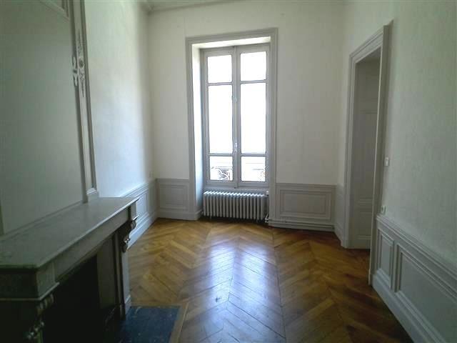 Location appartement Villefranche sur saone 847,42€ CC - Photo 5
