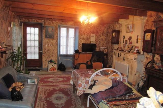 Sale house / villa Saint savinien 69750€ - Picture 2