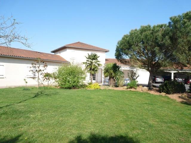 Sale house / villa Saint-etienne-le-molard 375000€ - Picture 1