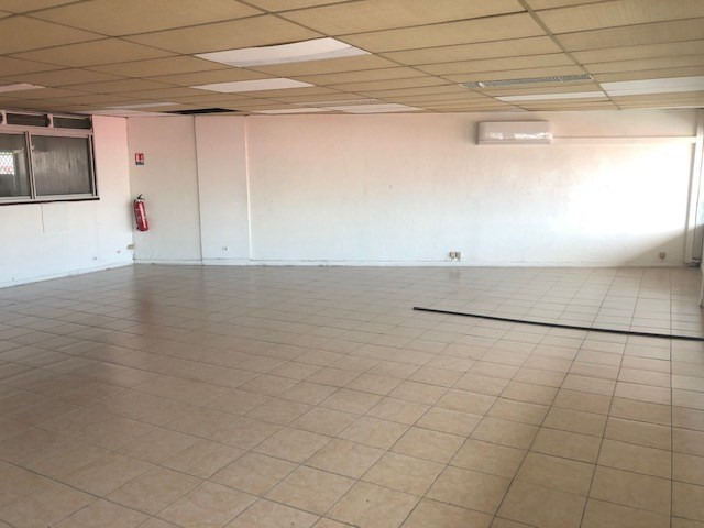 Location local commercial Les abymes 1000€ CC - Photo 2