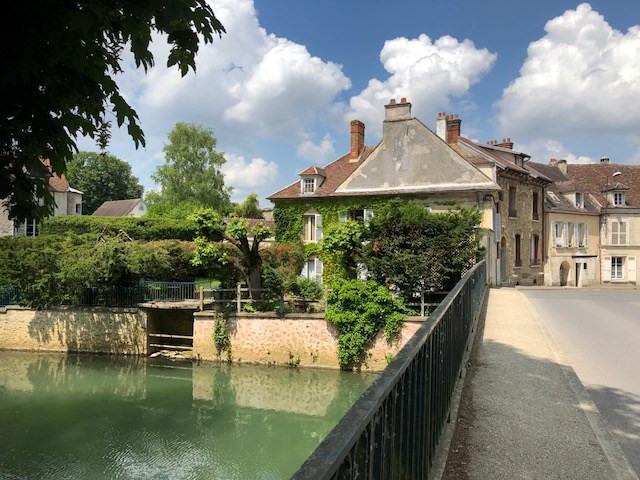 Sale house / villa Crécy-la-chapelle 398000€ - Picture 1
