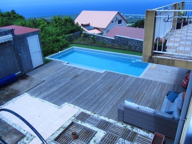 Sale house / villa Les avirons 395000€ - Picture 1