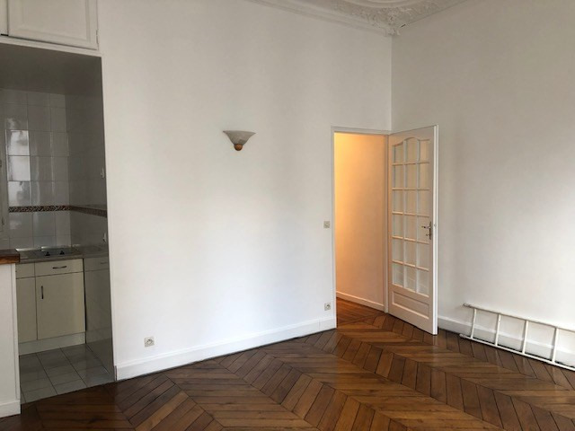 Location appartement Paris 10ème 1 090€ CC - Photo 3
