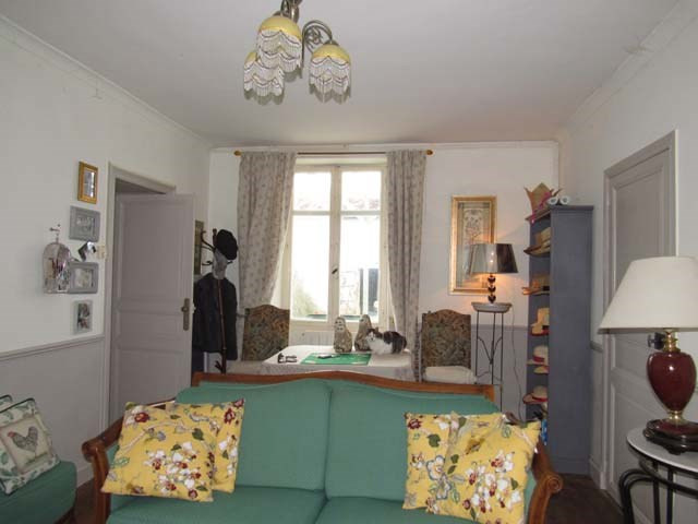 Sale house / villa Saint-jean-d'angély 165360€ - Picture 5