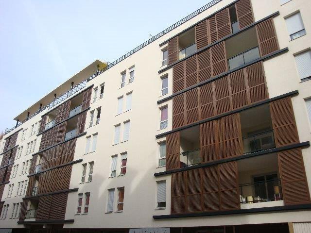 Location appartement Lyon 7ème 890€ CC - Photo 1