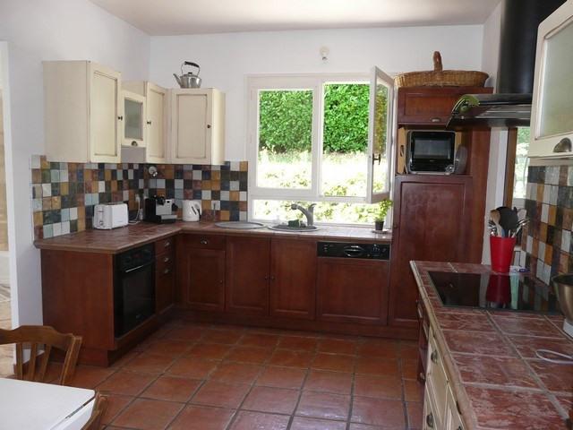 Rental house / villa Saint-genest-lerpt 1076€ CC - Picture 3