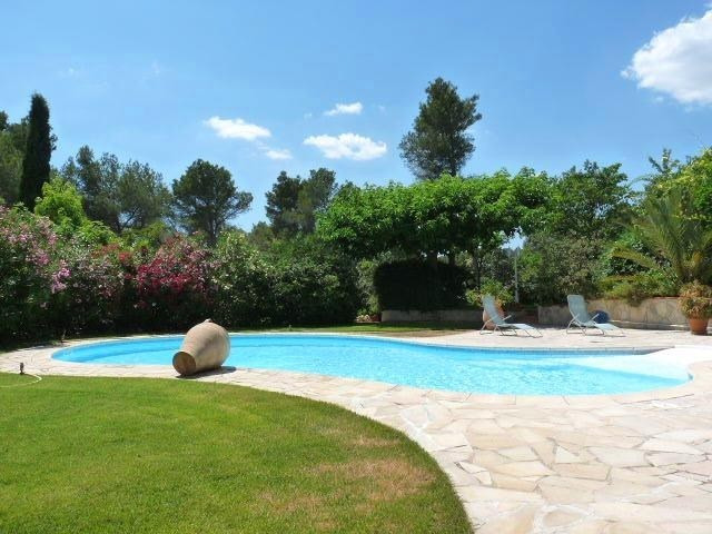 Deluxe sale house / villa Ventabren 696000€ - Picture 2