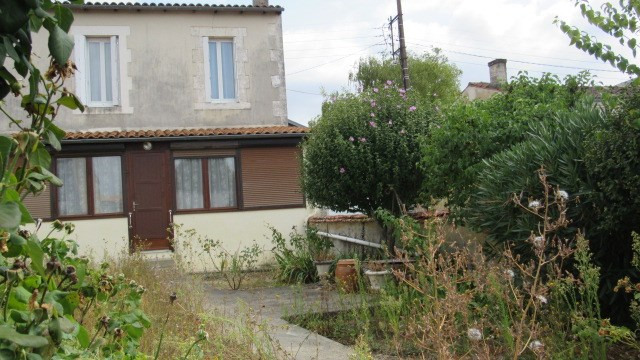 Sale house / villa Saint jean d'angely 106 500€ - Picture 1