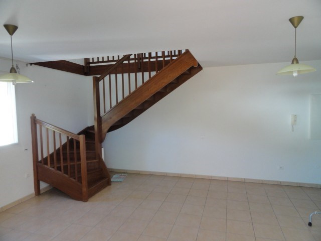 Location appartement St denis 1 200€ CC - Photo 3