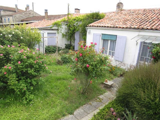 Sale house / villa Loulay 64 500€ - Picture 1