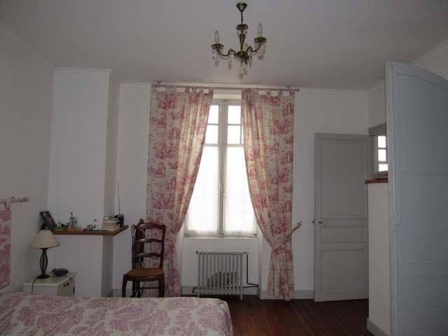 Sale house / villa Saint-jean-d'angély 249100€ - Picture 7