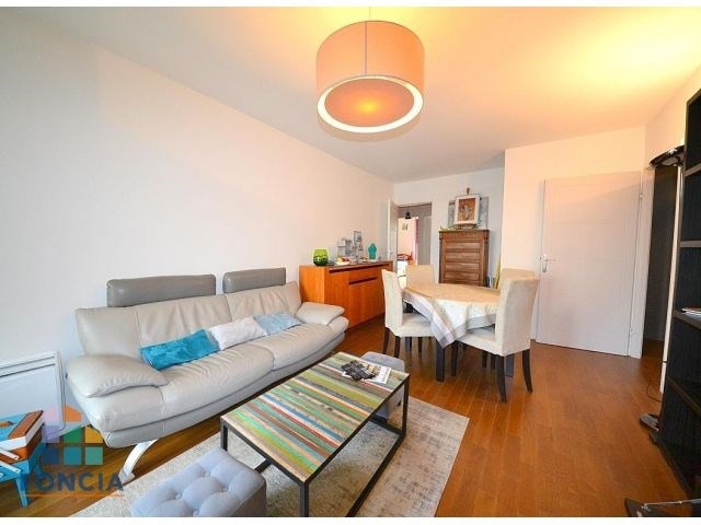 Rental apartment Suresnes 2 047€ CC - Picture 2