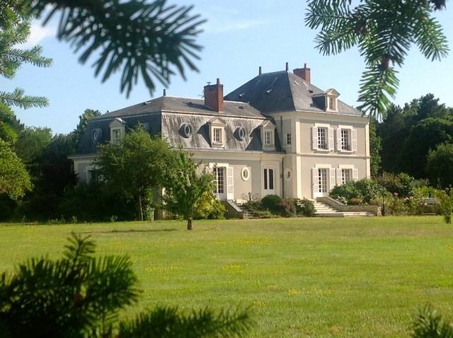 Deluxe sale house / villa Durtal 890000€ - Picture 1