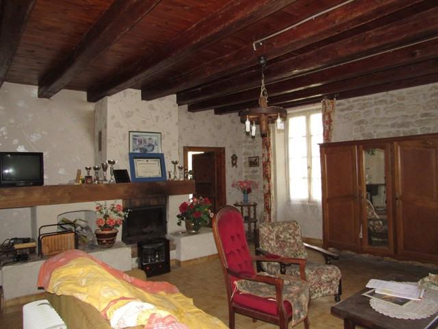 Vente maison / villa Saint jean d'angély 75000€ - Photo 4