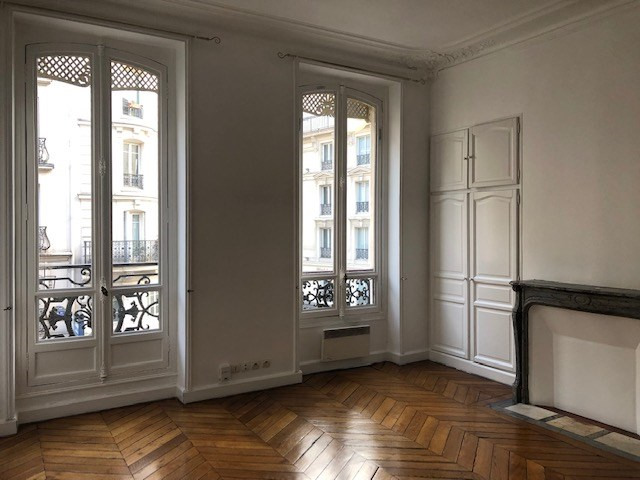 Location appartement Paris 10ème 1 090€ CC - Photo 1