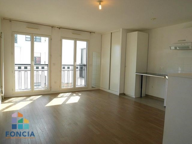 Location appartement Suresnes 855€ CC - Photo 2