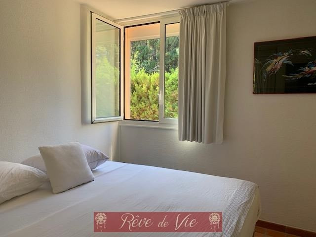 Sale apartment Le lavandou 530000€ - Picture 3