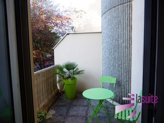 Sale apartment Lyon 8ème 339 000€ - Picture 2