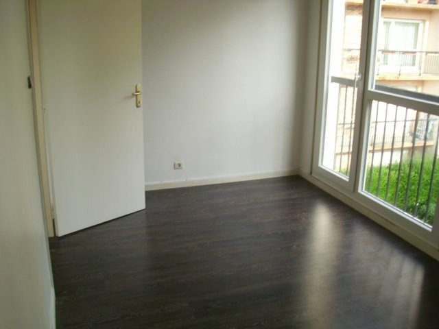 Rental apartment Maurepas 810€ CC - Picture 5