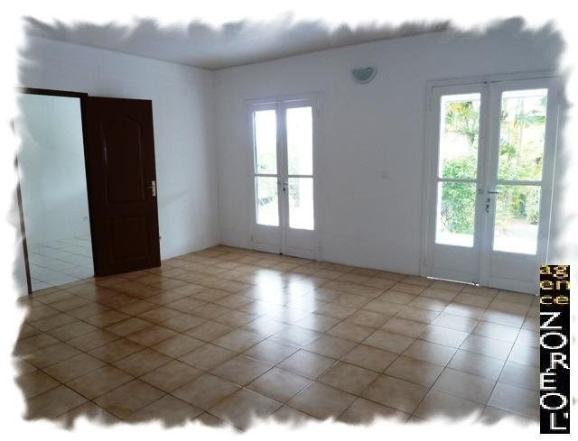 Location maison / villa Petite ile 875€ CC - Photo 4