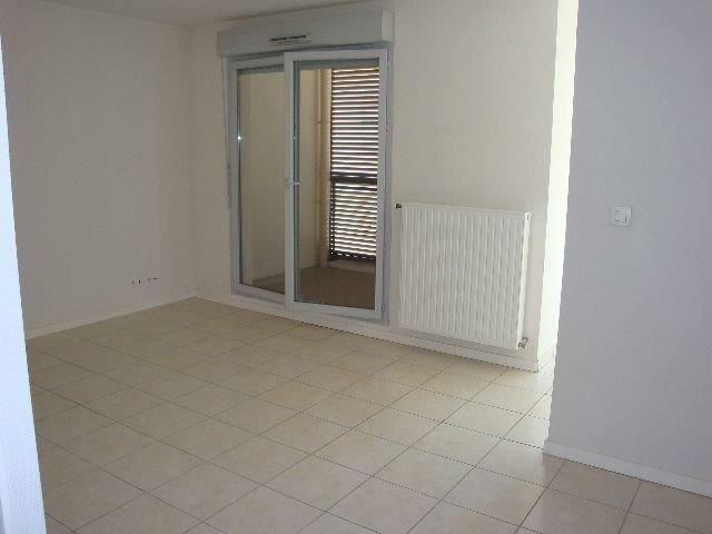 Location appartement Lyon 7ème 890€ CC - Photo 2