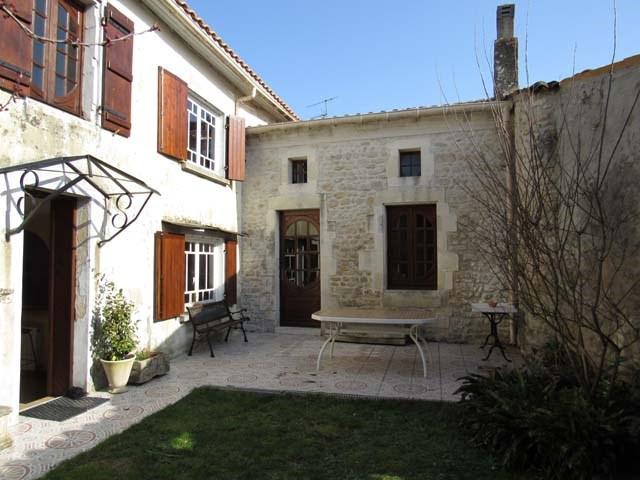 Vente maison / villa Saint-jean-d'angély 159000€ - Photo 1
