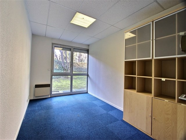 Rental empty room/storage Annecy 1 570€ CC - Picture 3