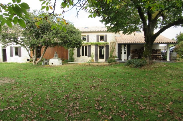 Sale house / villa Tonnay-charente 274300€ - Picture 1