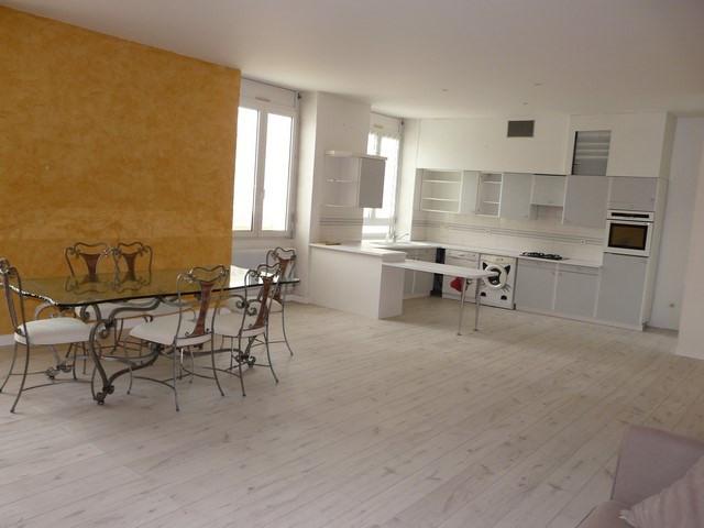 Rental apartment Saint-etienne 710€ CC - Picture 2