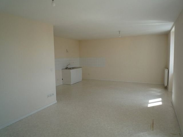Rental apartment St agreve 460€ CC - Picture 1