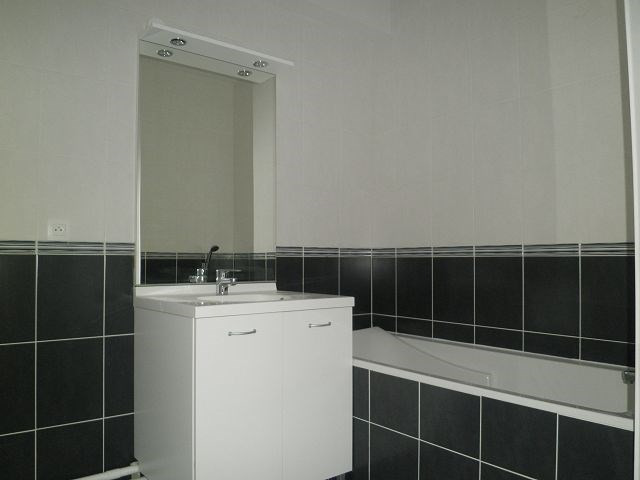 Rental apartment L isle d abeau 617€ CC - Picture 9