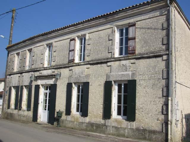Vente maison / villa Saint-jean-d'angély 138000€ - Photo 1