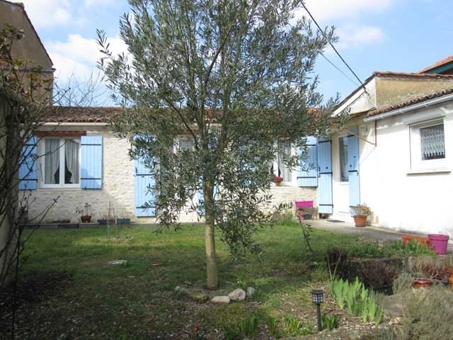 Vente maison / villa Saint-jean-d'angély 127500€ - Photo 1