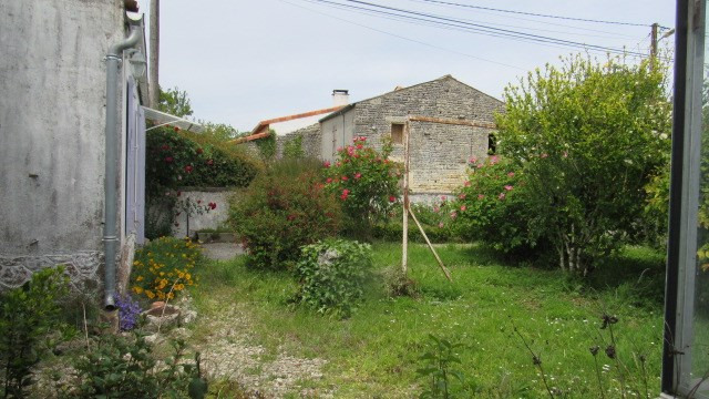 Sale house / villa Loulay 64 500€ - Picture 2