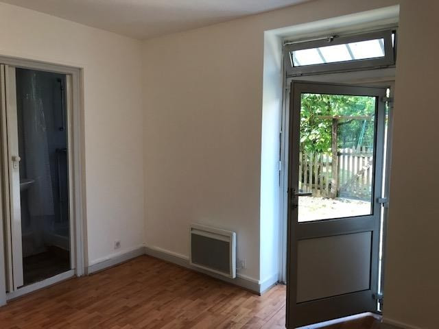 Rental apartment St cyr l ecole 790€ CC - Picture 1