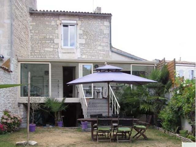 Vente maison / villa Saint jean d'angely 180200€ - Photo 1