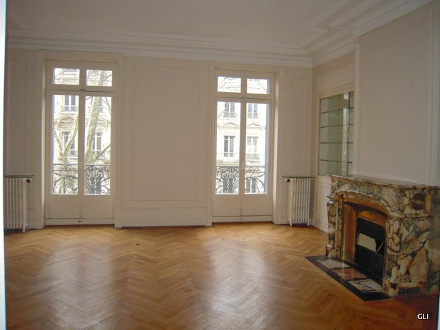 Location appartement Lyon 3ème 2 276€ CC - Photo 2