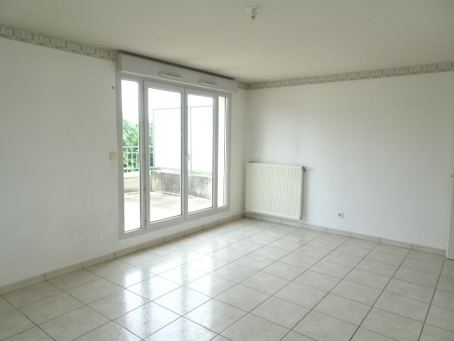 Location appartement Portes des pierres dorees 705€ CC - Photo 2