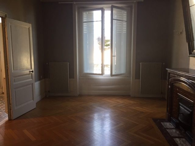 Location maison / villa Chasselay 1 680€ CC - Photo 5