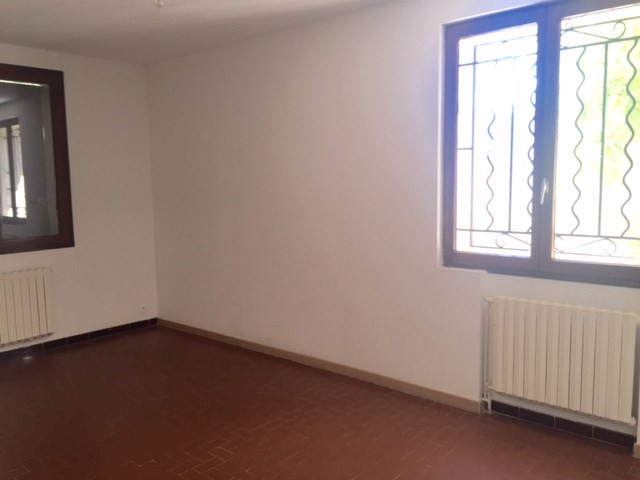 Location maison / villa Marseille 1 038€ CC - Photo 7