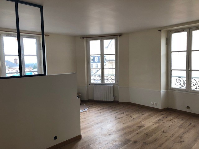 Rental apartment Chambourcy 749€ CC - Picture 1