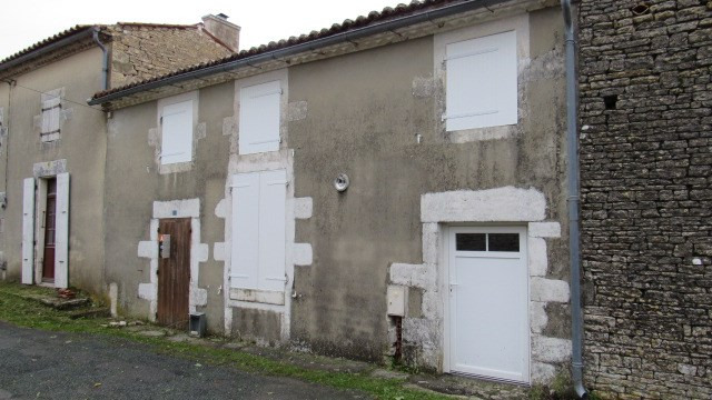 Sale house / villa Saint-jean-d'angély 54 000€ - Picture 1