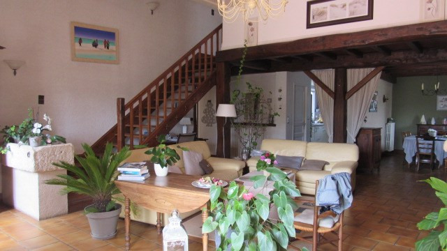 Sale house / villa Saint jean d'angely 227 900€ - Picture 2